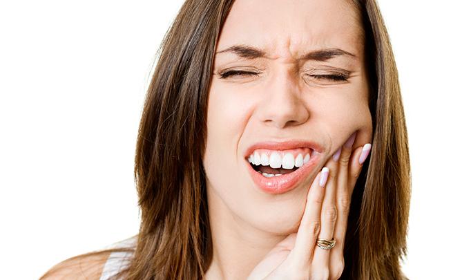 Τα συμπτώματα του στοματικού έλκους (άφθα) και της αφθώδους στοματίτιδας - Aftamed.gr